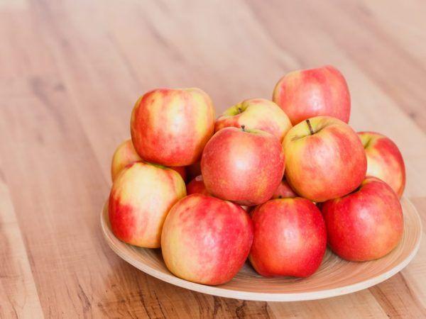 Спартак ябълково дърво - как да го отглеждаме правилно