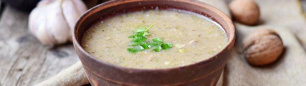 Вкусна супа харчо с орехи